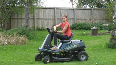 Is It Rude to Mow Your Lawn On Sunday?
